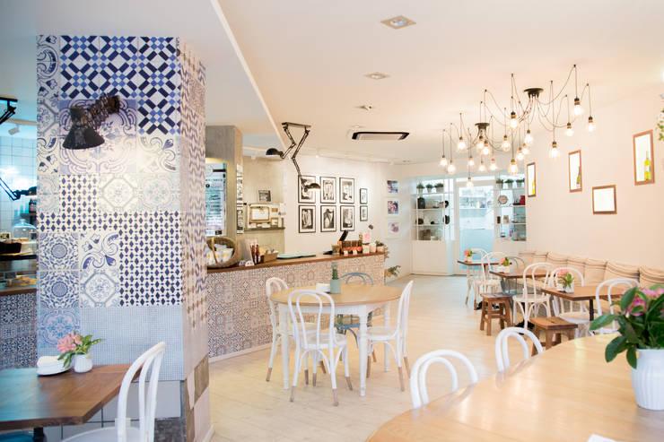 TARTELA: Locales gastronómicos de estilo  de ECM Interiorismo