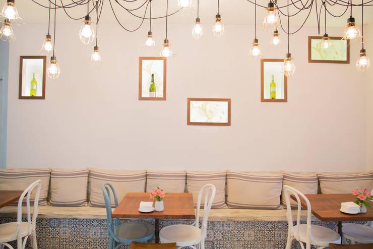 BANCADA DE OBRA: Locales gastronómicos de estilo  de ECM Interiorismo