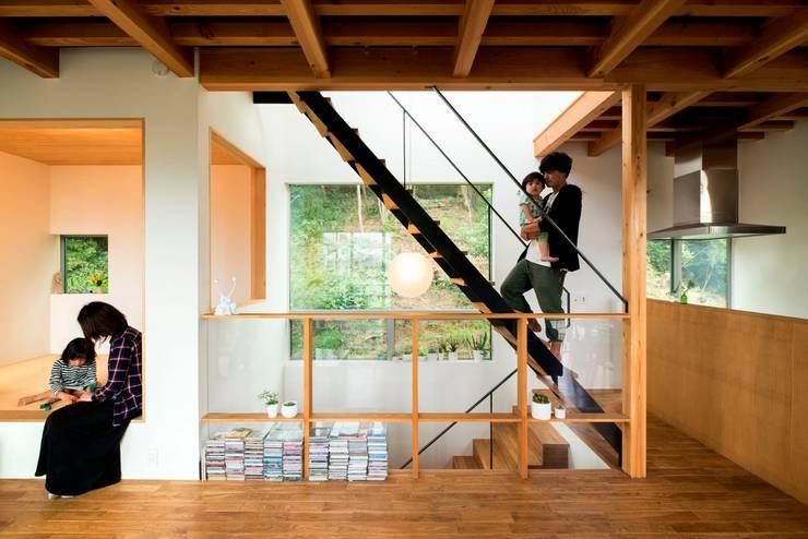 鎌倉玉縄テラス: HAN環境・建築設計事務所が手掛けた廊下 & 玄関です。,モダン