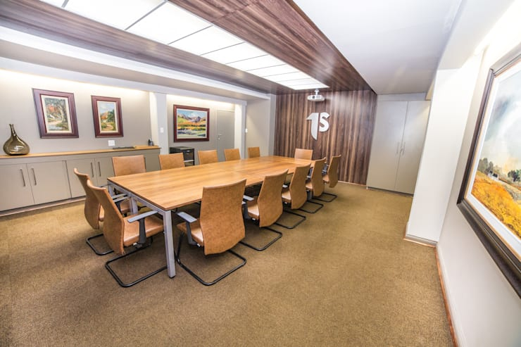 Main Boardroom:  Office buildings by Nuclei Lifestyle Design, Modern