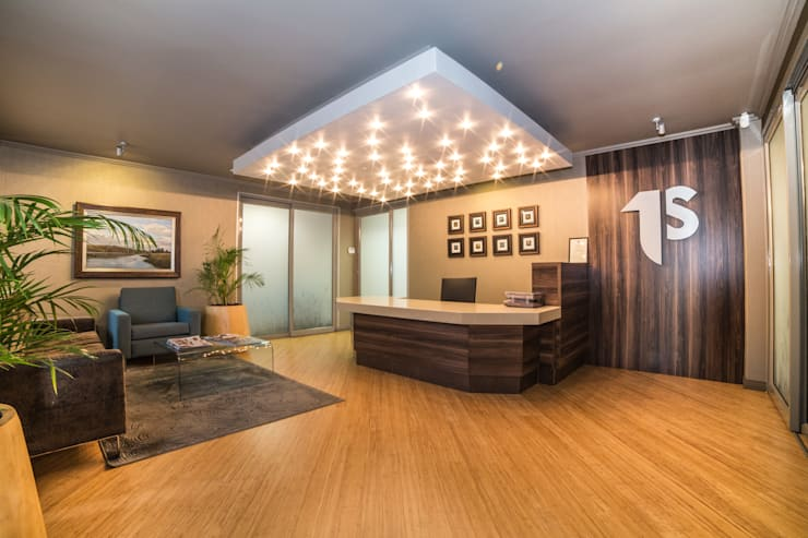 Reception:  Office buildings by Nuclei Lifestyle Design, Modern