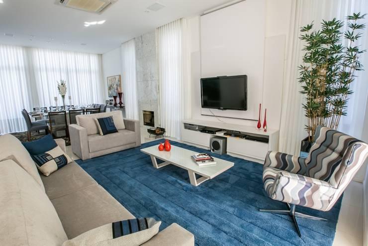 Projekty,  Salon zaprojektowane przez Bernacki Arquitetura
