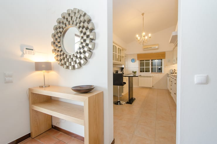 Private Interior Design Project – Lagos: Cozinha  por Simple Taste Interiors