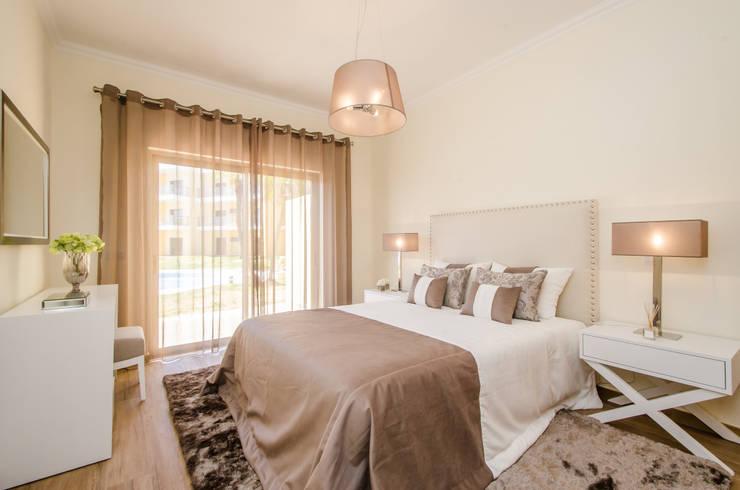 Turn Key Project - Apartment in Albufeira: Quarto  por Simple Taste Interiors