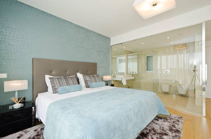 Private Interior Design Project - Town House Albufeira: Quarto  por Simple Taste Interiors