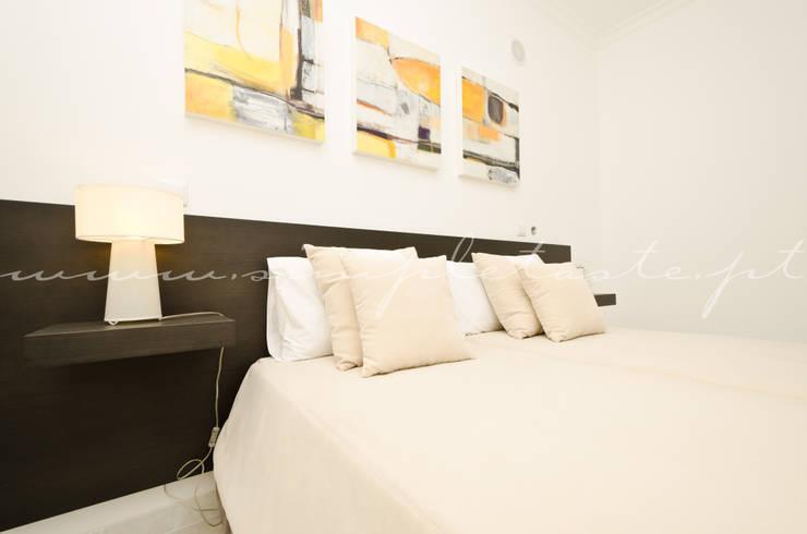 Private Interior Design Project - Apartment in Lagos: Quarto  por Simple Taste Interiors