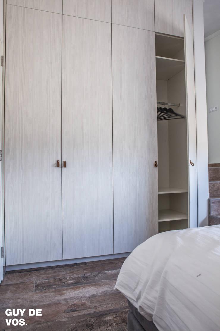 Punt-West:  Slaapkamer door Guy de Vos