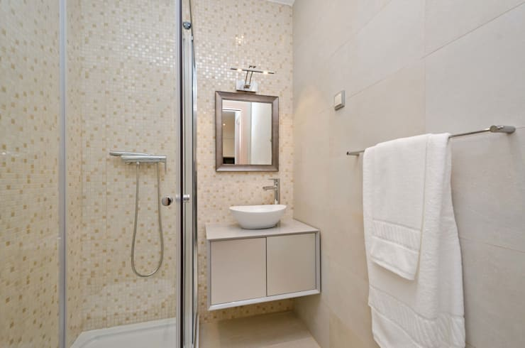 Private Interior Design Project – Apartment in Alvor: Casa de banho  por Simple Taste Interiors