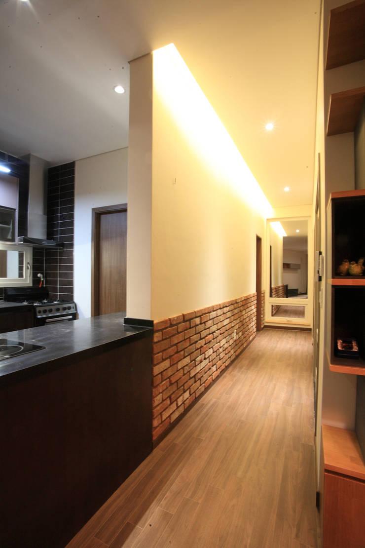양평 M 하우스: SG international의  복도 & 현관,모던
