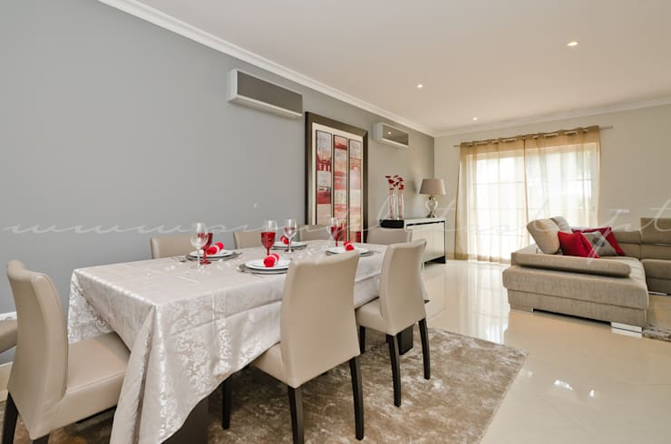 Private Interior Design Project – Apartment Vila Sol Palmyra: Sala de jantar  por Simple Taste Interiors