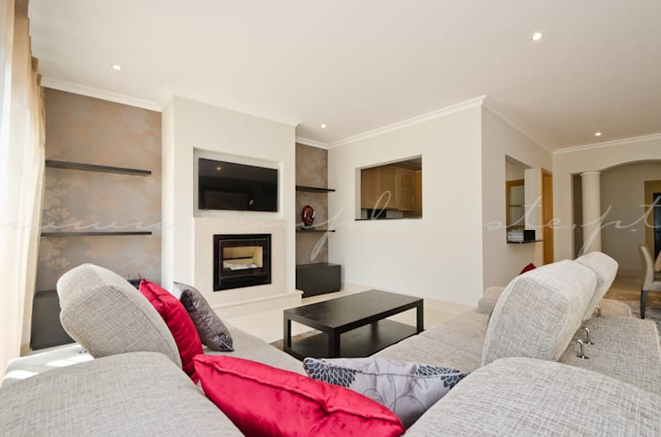 Private Interior Design Project - Apartment Vila Sol Palmyra: Sala de estar  por Simple Taste Interiors