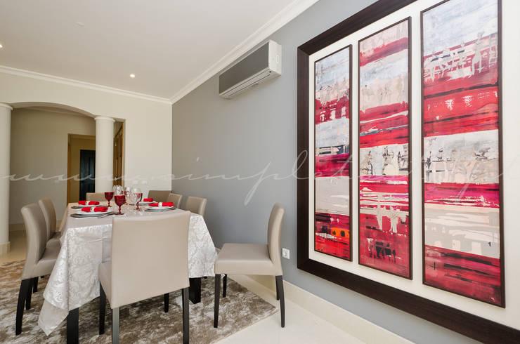 Private Interior Design Project - Apartment Vila Sol Palmyra: Sala de jantar  por Simple Taste Interiors