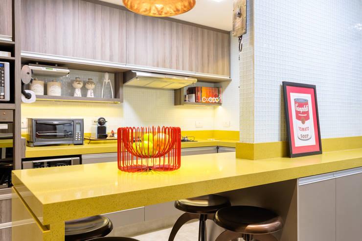 Consultoria em Decoração - João Moura 53: Cozinhas  por Motirõ Arquitetos