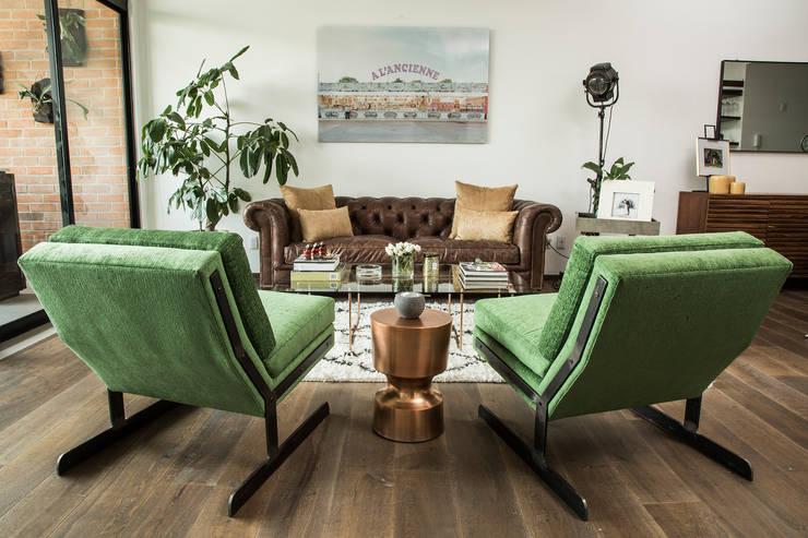 DEPARTAMENTO CHIHUAHUA : Salas de estilo moderno por Ploka 8.7