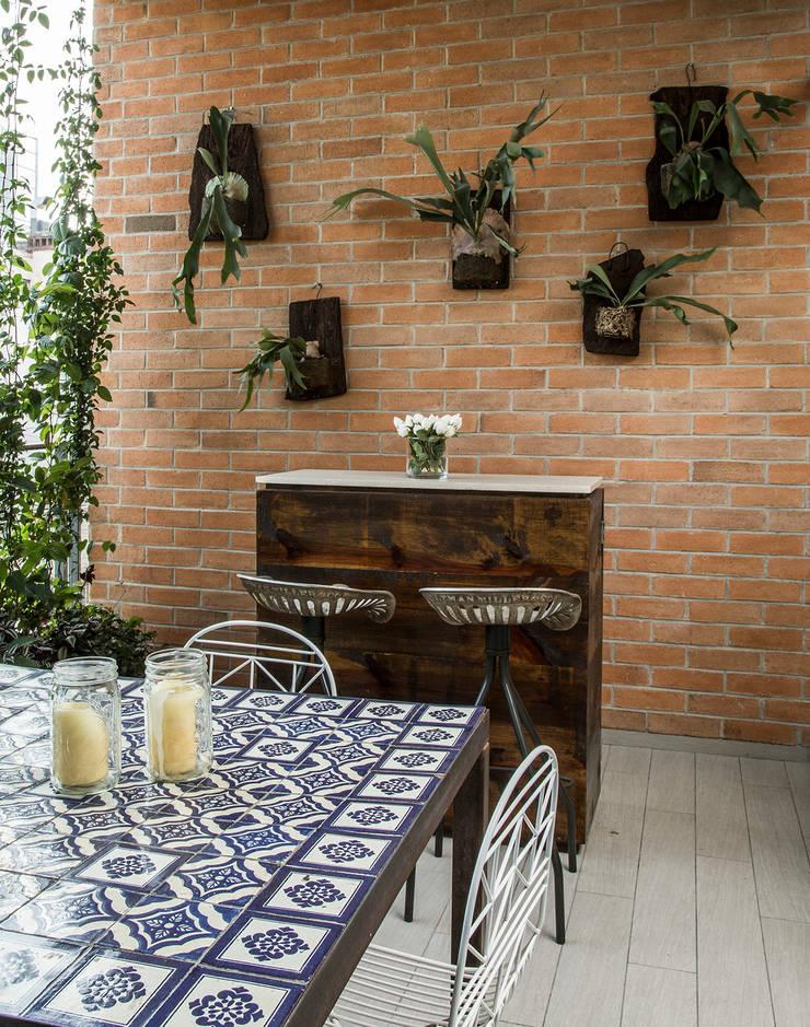 TERRAZA: Balcones y terrazas de estilo  por Ploka 8.7