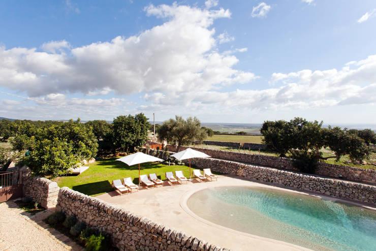 MASSERIA D'ESTIA: Giardino in stile in stile Mediterraneo di BB Architettura del Paesaggio