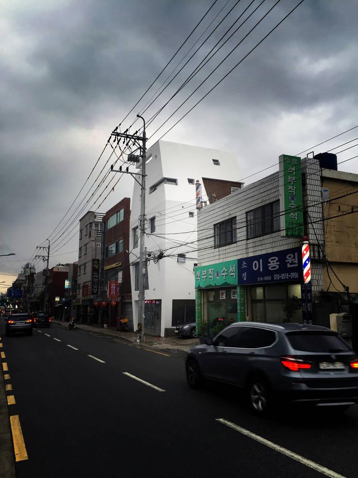 Casas  por 민 아키텍츠 건축사사무소,
