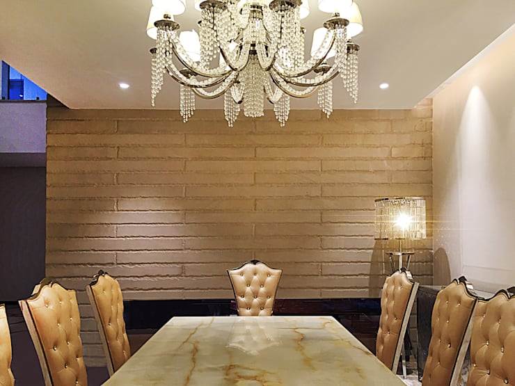 Dining room:  Dining room by 23DC Architects