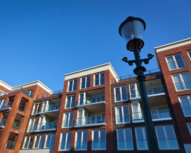 groovEe™ by EeStairs:  Kantoor- & winkelruimten door EeStairs | Stairs and balustrades, Modern Glas