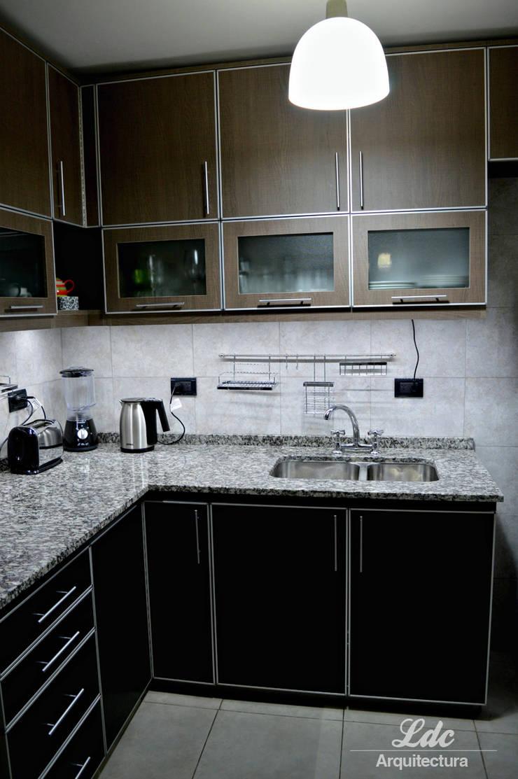 Reforma cocina.: Cocinas de estilo  por LDC Arquitectura