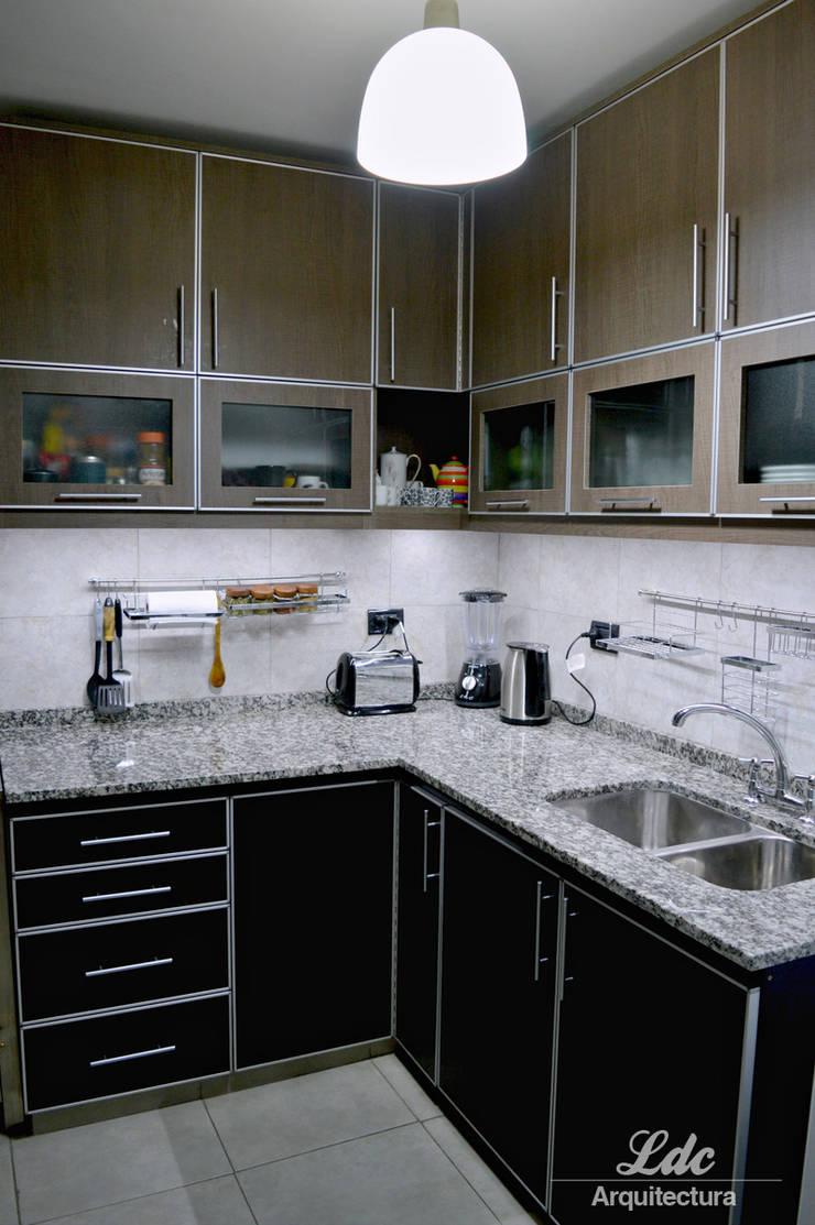 Casa PO: Cocinas de estilo  por LDC Arquitectura