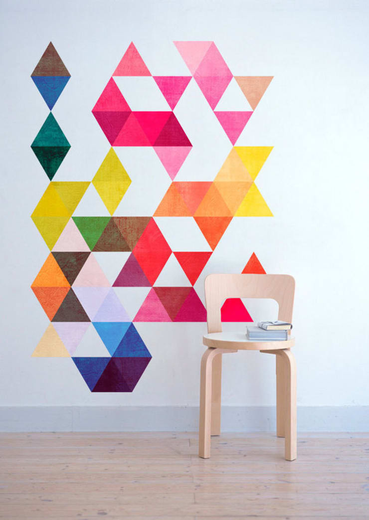 Nursery - Mid Century Style with Multi Colored Triangles Mid Century:   por MOONWALLSTICKERS.COM