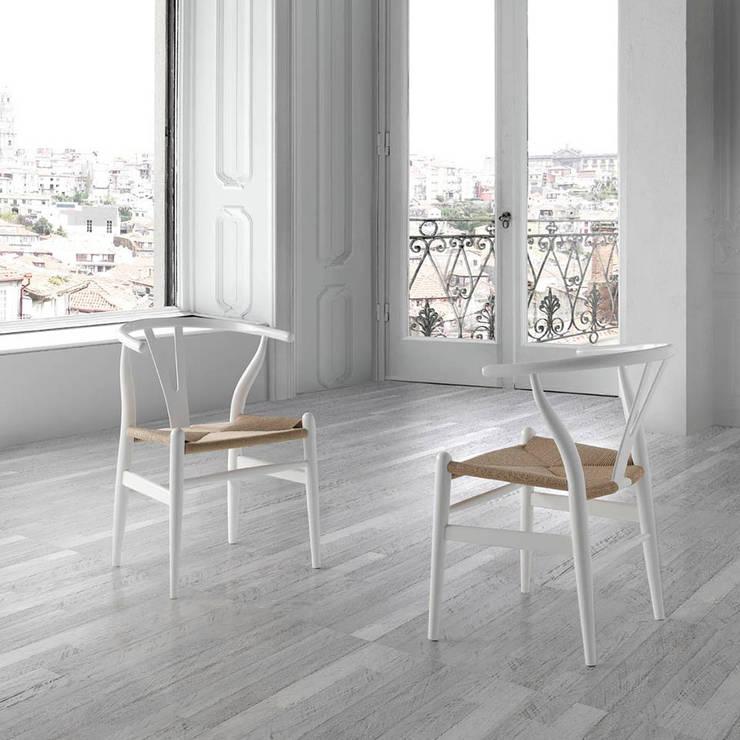Cadeiras  Chairs www.intense-mobiliario.com  SOGA http://intense-mobiliario.com/pt/cadeiras-de-madeira/8845-cadeira-soga.html:   por Intense mobiliário e interiores;