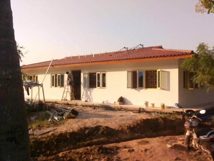 Casas de estilo moderno por Urban Shaastra
