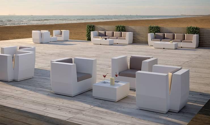 Big Cut Armchair: Balcones y terrazas de estilo  por Distrito 55