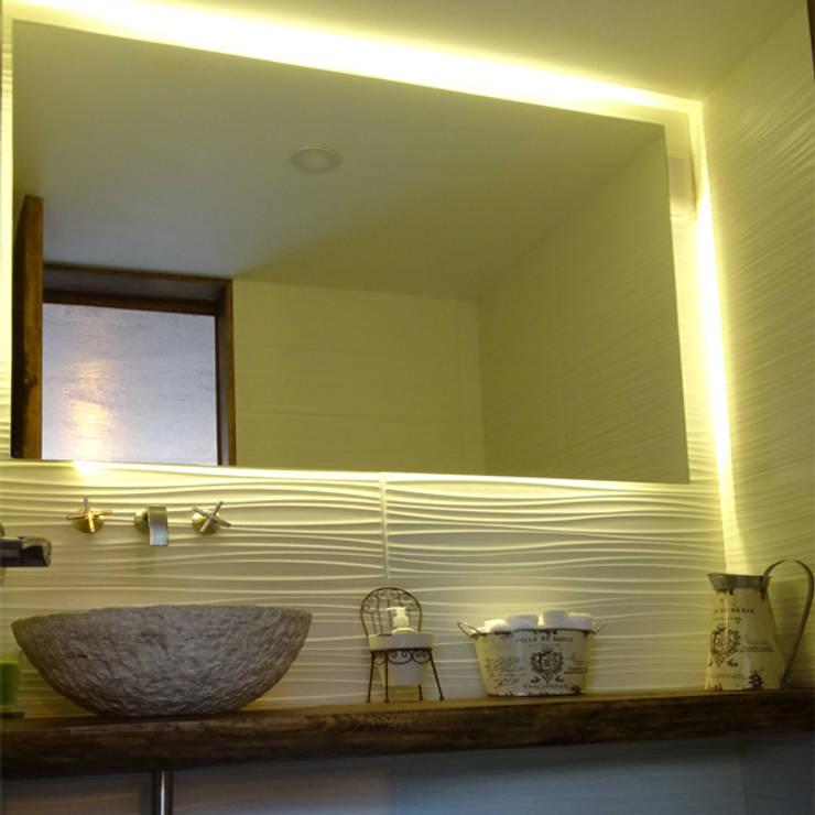 WC: Baños de estilo  por Arquitectos M253