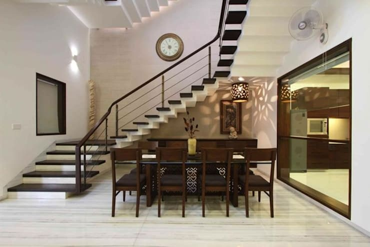 Renovation Project in Vasant Kunj (New Delhi):  Dining room by Da Design