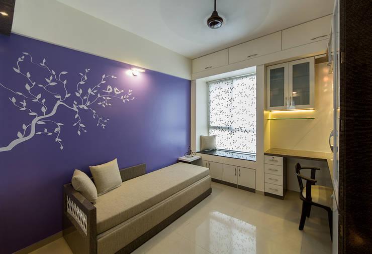Daughters Room:  Bedroom by Navmiti Designs