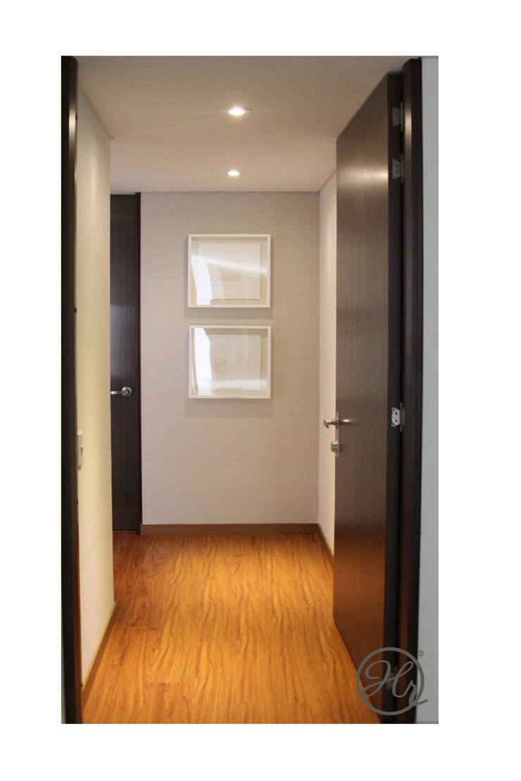 Acceso o Vestibulo: Salas de estilo  por Home Reface - Diseño Interior CDMX