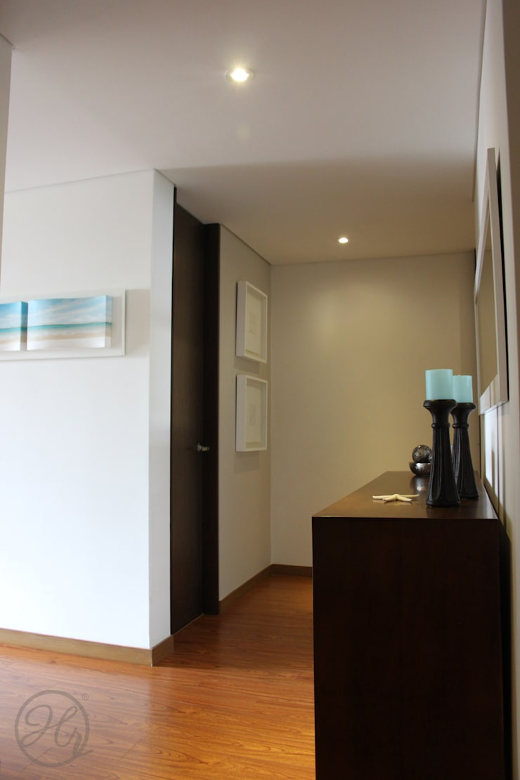 Acceso a la sala y el comedor: Pasillos y recibidores de estilo  por Home Reface - Diseño Interior CDMX