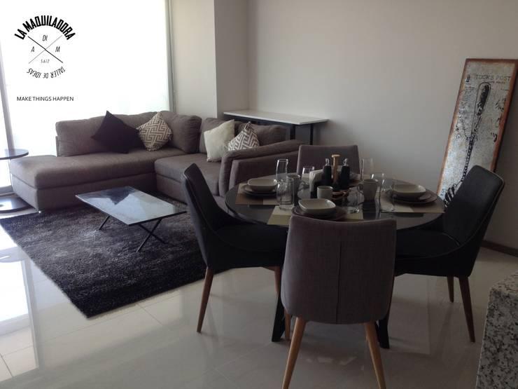 Departamento T300: Salas de estilo  por La Maquiladora / taller de ideas