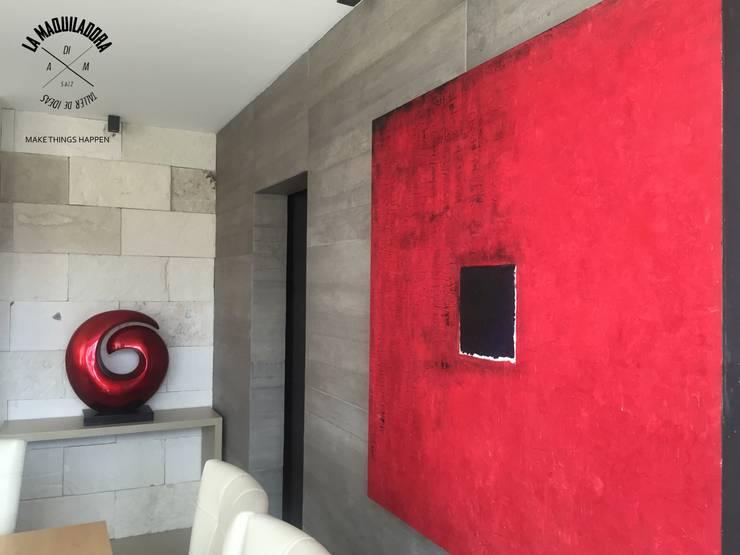 Casa Encinos (Remodelación): Paredes de estilo  por La Maquiladora / taller de ideas
