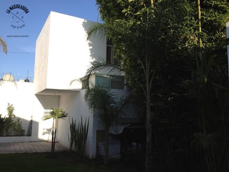Casa 34: Casas de estilo  por La Maquiladora / taller de ideas