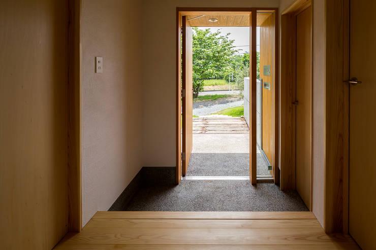 Коридор и прихожая в . Автор – 中山大輔建築設計事務所/Nakayama Architects