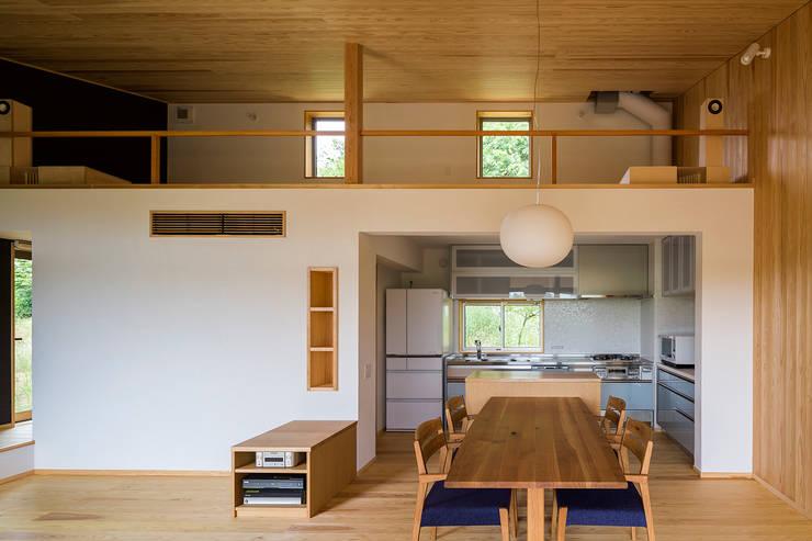 喜連川・傾斜地の家: 中山大輔建築設計事務所/Nakayama Architectsが手掛けたキッチンです。
