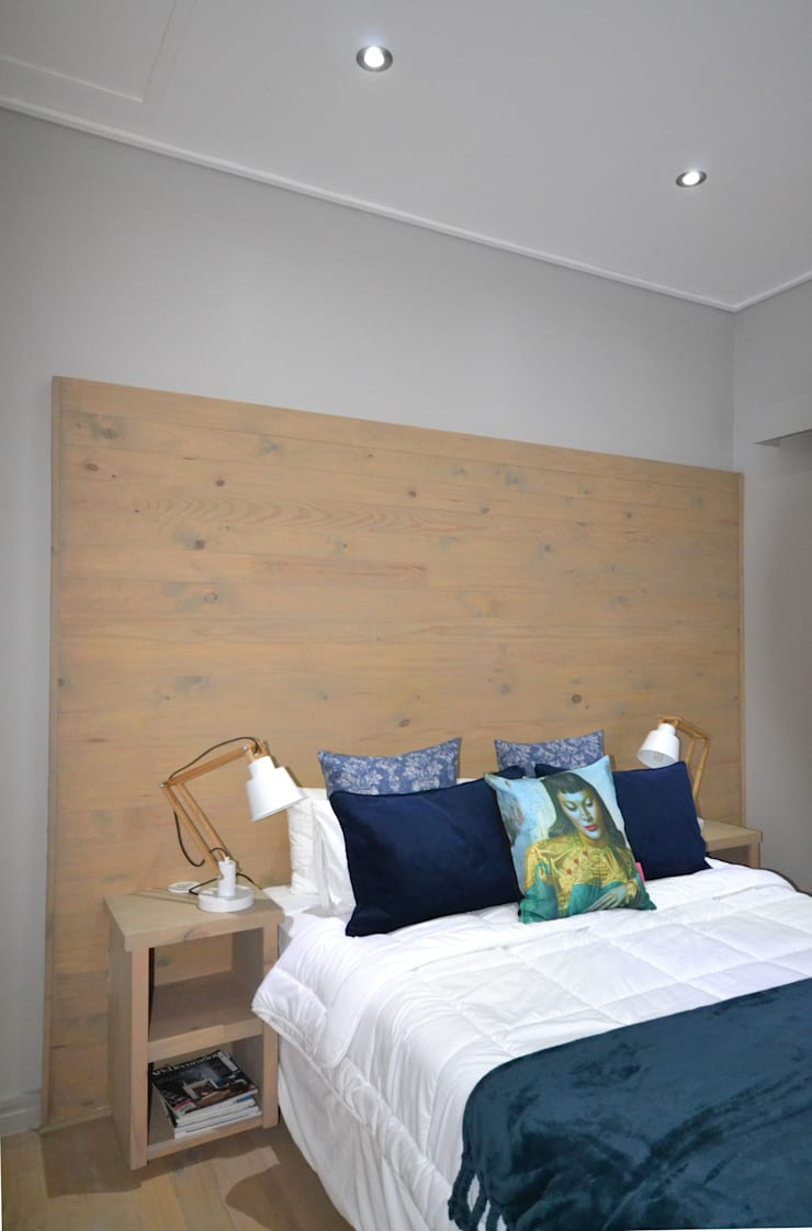 House:  Bedroom by Nieuwoudt Architects, Eclectic Wood Wood effect