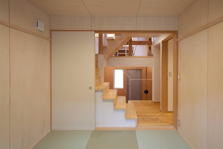 スーパースキップフロアハウス: 株式会社グランデザイン一級建築士事務所が手掛けた和室です。,オリジナル 木 木目調