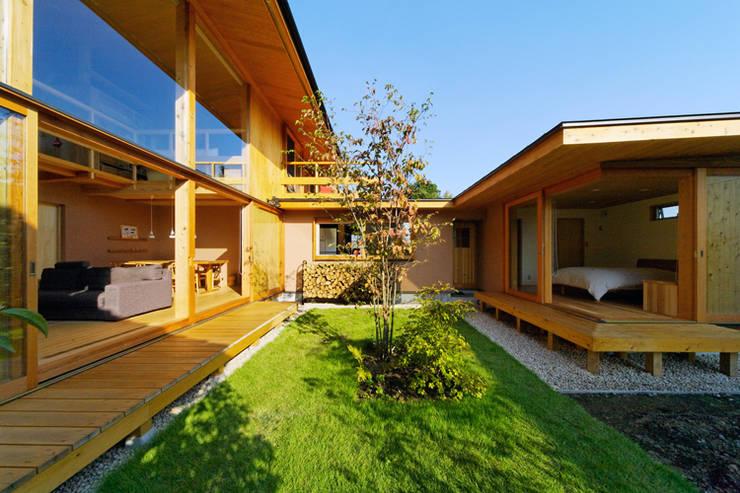 下古山・中庭のある家: 中山大輔建築設計事務所/Nakayama Architectsが手掛けた庭です。