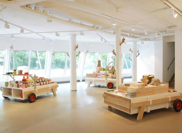 Boswinkel:  Winkelruimten door MennOntwerpt, Modern