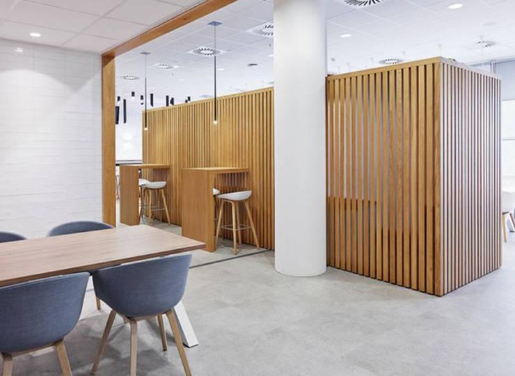 Werk en Lunchruimte City view gemeente Den Haag:  Kantoorgebouwen door MennOntwerpt, Modern