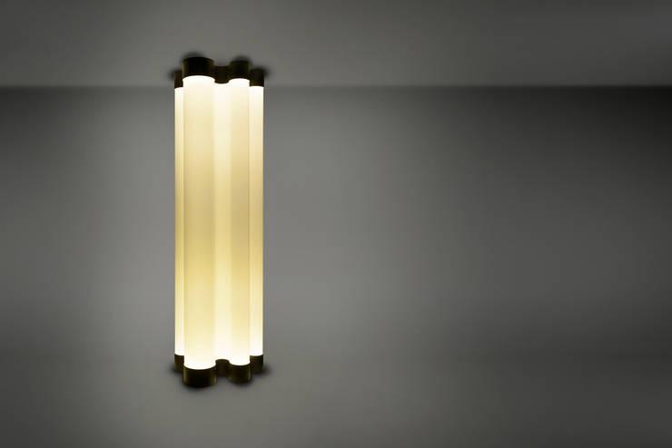 Lightfalls: modern  door MennOntwerpt, Modern Textiel Amber / Goud
