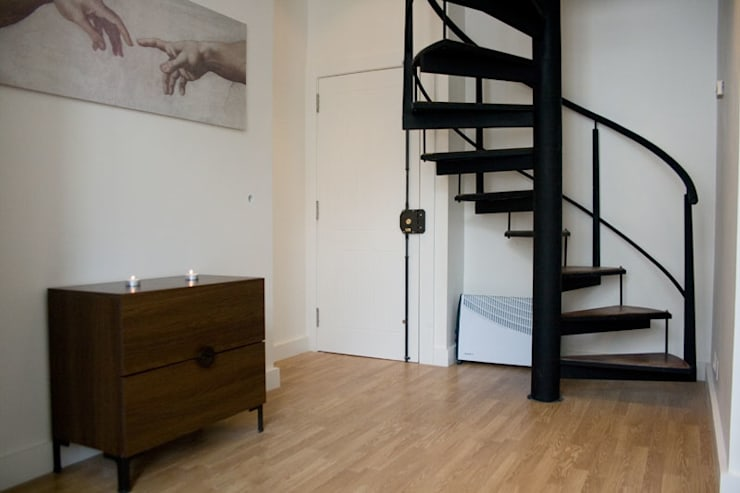 Before - Downstairs:   por Architecture Tote Ser