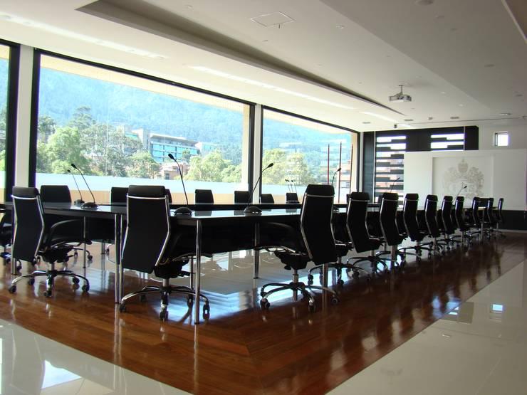 Sala Concejo PUJ: Edificios de oficinas de estilo  por Heritage Design Group