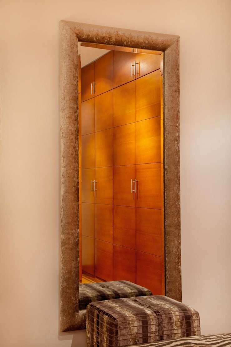 Diseño de espejo: Dormitorios de estilo  por Carughi Studio