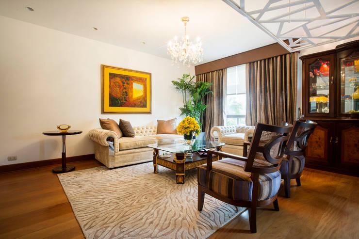 Sala principal : Salas / recibidores de estilo  por Carughi Studio
