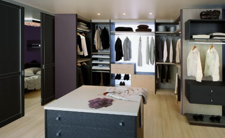 modern Dressing room by Antoine de Castéras
